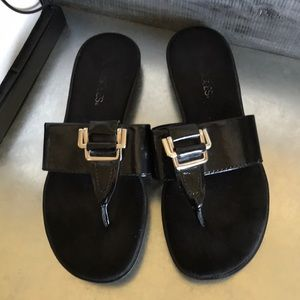 Aerosoles black thong sandals size 8